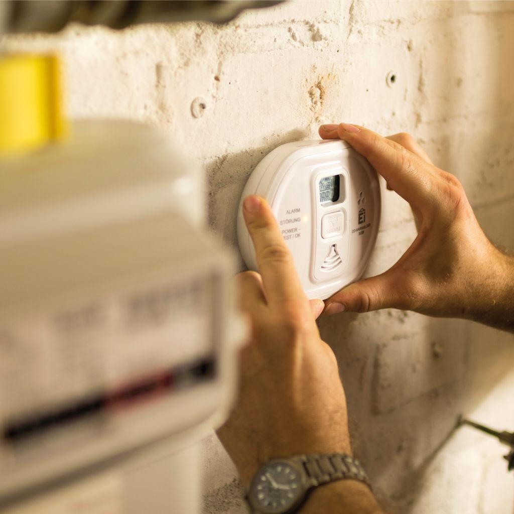 CO-Warnmelder sollten dort installiert werden, wo Festbrennstoff verbrannt werden.