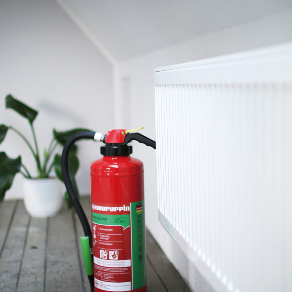Brandschutz in Haus und Wohnug: Feuerlöscher sind in verschiedene Brandklassen eingeteilt.