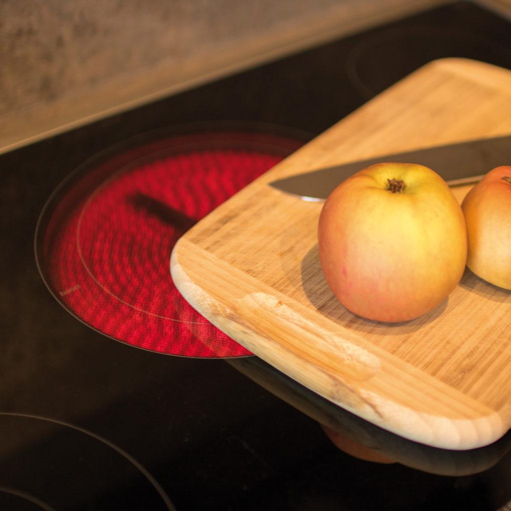 Brandschutz in Haus und Wohnung: Das Kochfeld sollte nicht als Ablagefläche genutzt werden.