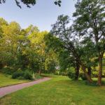 Spannenden Perspektiven und alter Baumbestand.