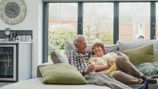 Barrieren reduzieren oder verkaufen. Immobilienbesitzer sind flexibel und können ihr Haus verkaufen oder barrierefrei umbauen.