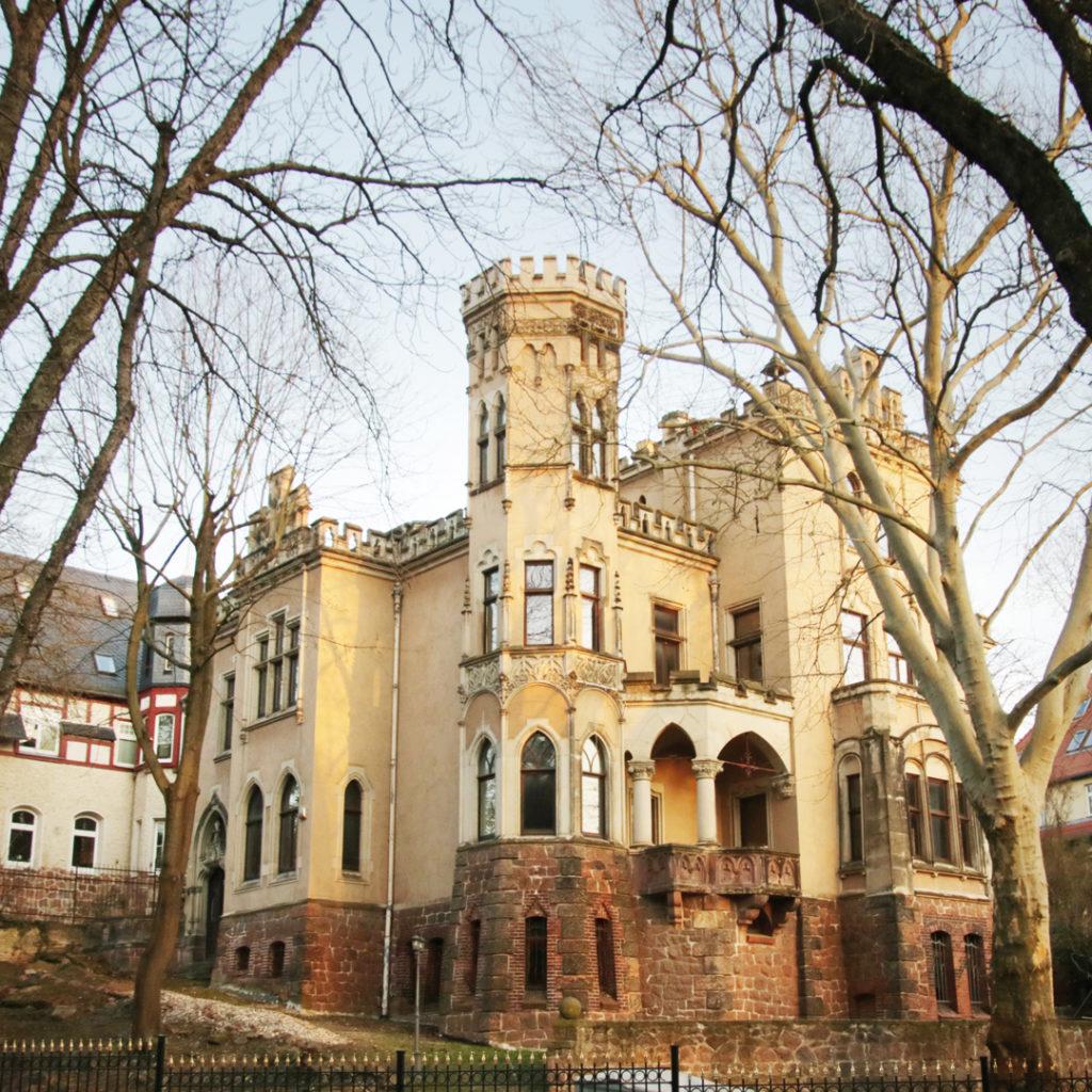 Die Villa Thumann gilt als repräsentatives Unternehmerschloss der Jahrhundertwende.