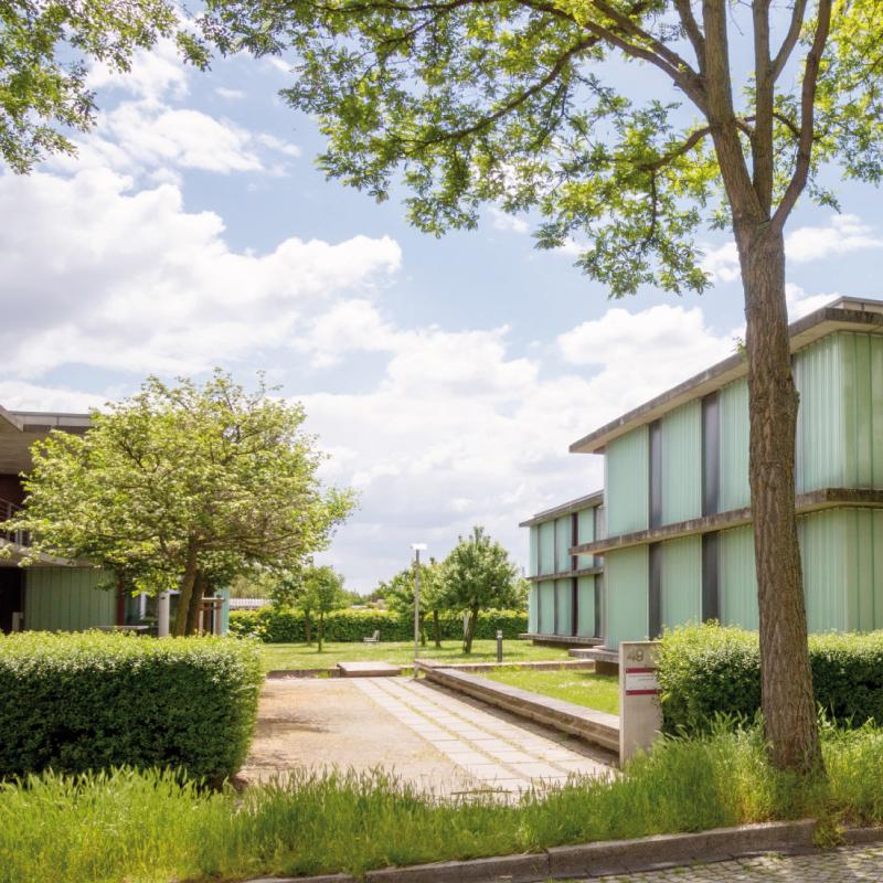 """""""Besondere Anerkennung"""" erhielt 2002 auch die Neuinterpretation von Studentenwohnhäusern am Landrain durch das Studentenwerk Halle."""