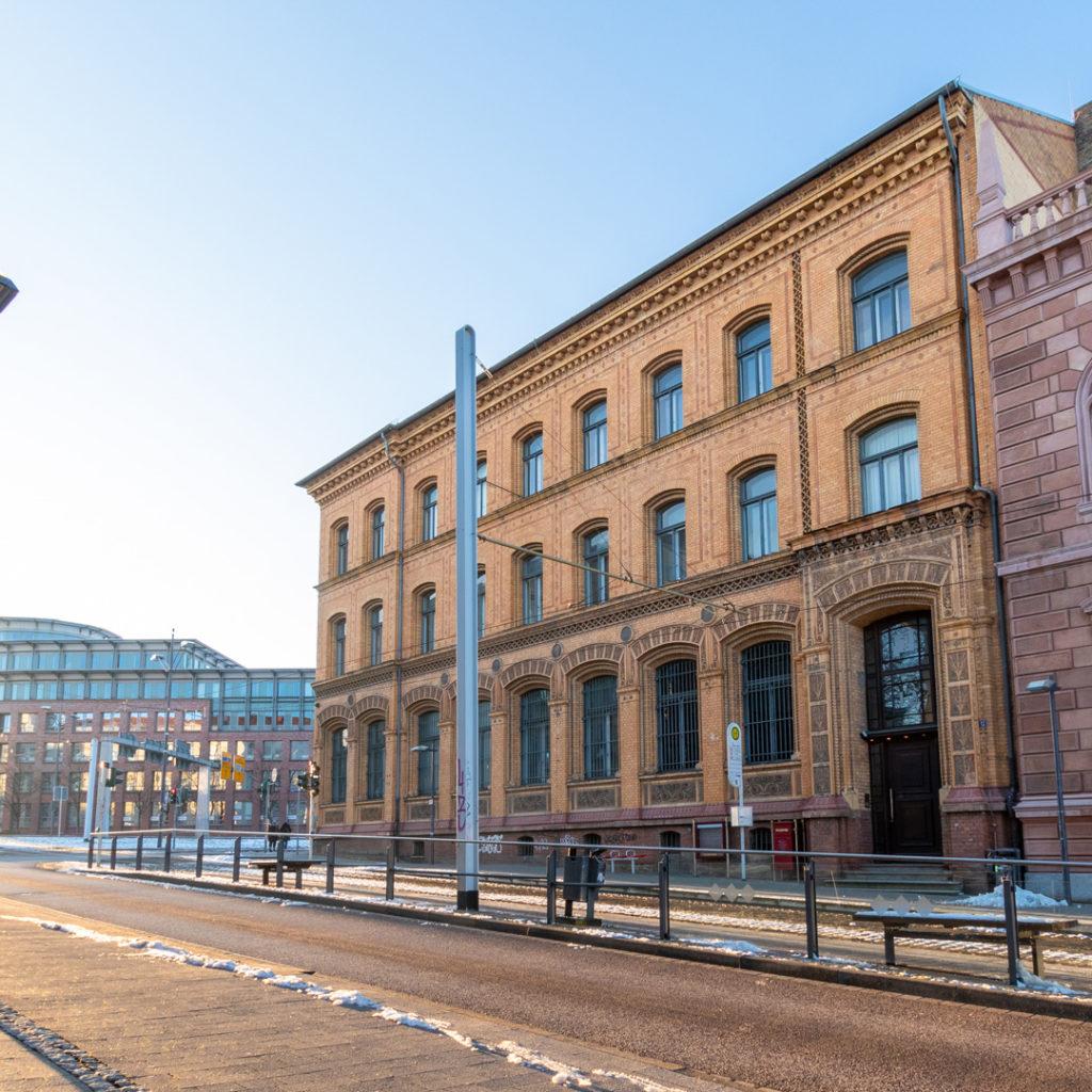 Der repräsentative neugotische Bau war der hallesche Sitz der 1876 gegründeten Reichsbank, der Zentralnotenbank des Deutschen Reiches.
