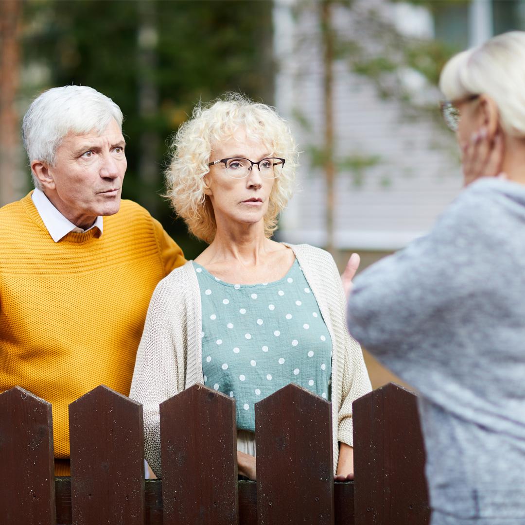 Wenn eine Immobilie verkauft wird spricht sich das in der Nachbarschaft schnell herum und lockt Zaungäste an.
